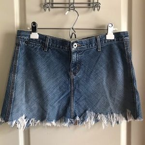 90s Guess mini skirt w serious fringe